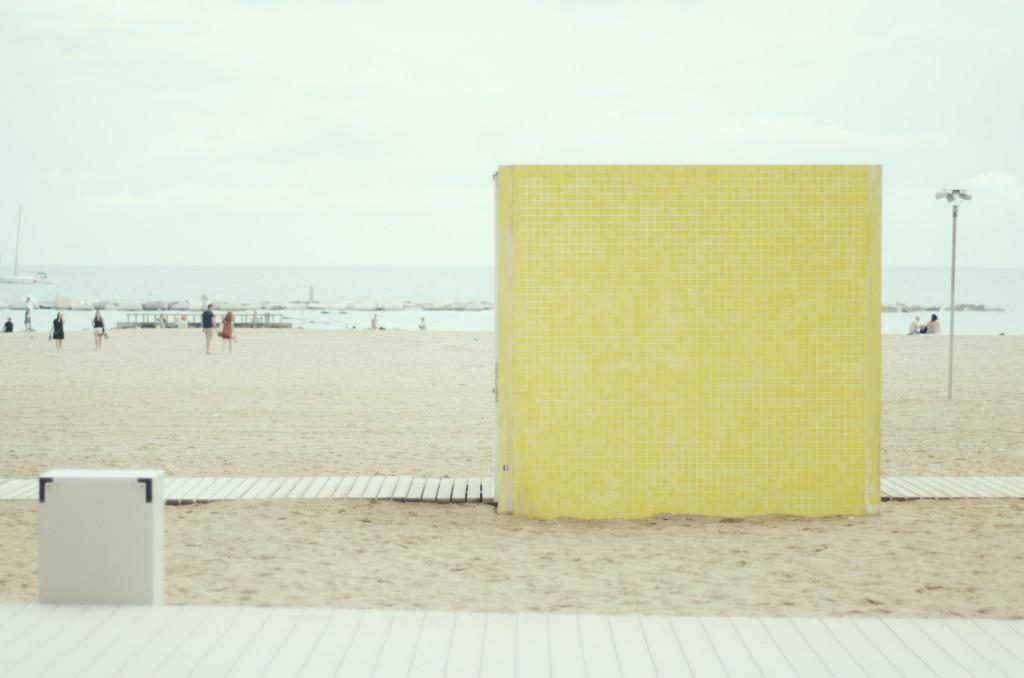 Barceloneta cubo amarillo